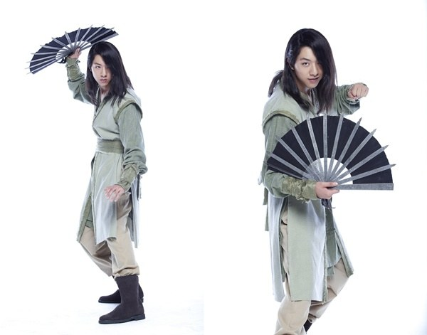 Lee-Jung-Shin-sword-and-flower-still